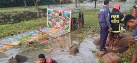 চাঁপাইনবাবগঞ্জের সোনা মসজিদ এলাকায় ভটভটি উল্টে নিহত ৭, আহত ৮